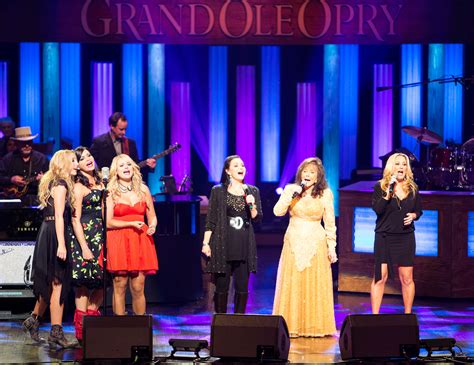 miranda lambert fan club miranda lambert leads loretta lynn s fan club at opry 50th