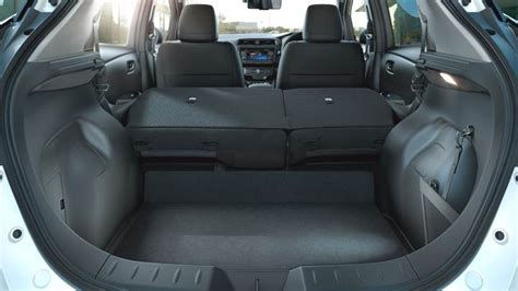 Dimensioni Nissan Leaf 2018, bagagliaio e interni