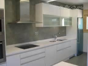 foto cocina en formica blanco alto brillo