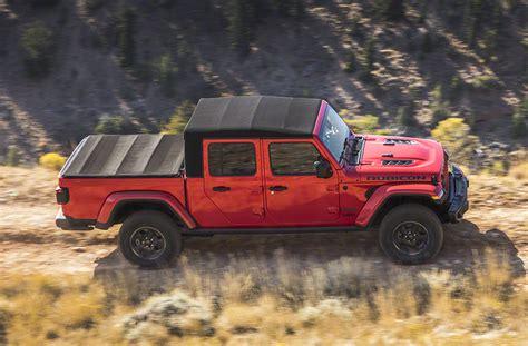 details  jeep gladiator soft top  tonneau cover  jeep gladiator jt news