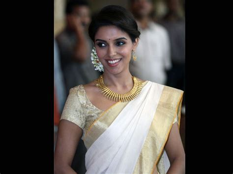 Hairstyles To Try With Kerala Saree   Boldsky.com