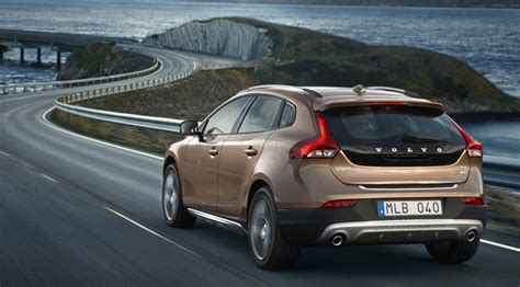 volvo  cross country   review car magazine