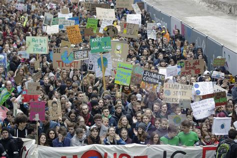 'I want snow for Christmas:' Students demand climate ...