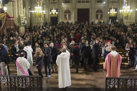 siege du pape le vatican rappelle que la messe est à célébrer au