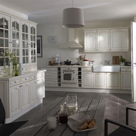 cuisine manosque castorama cuisine manosque blanc photo 13 20 grande vaisselier pour accueillir votre