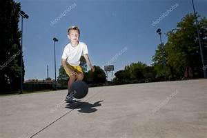 Little boy playing basketball — Stock Photo ...