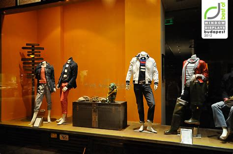 tommy hilfiger window display budapest