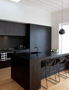 Küche Schwarz Matt : dekor mobel eine matt schwarze k che macht eine mutige aussage in diesem auckland villa ~ Markanthonyermac.com Haus und Dekorationen