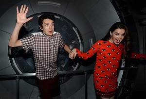 Hailee Steinfeld Photos - 'Ender's Game' Experience Press ...