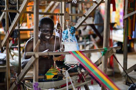 weaving kente cloth  ghana