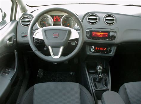 file seat ibiza 6j st 1 2 tsi ecomotive sport candywei 223 interieur jpg wikimedia commons