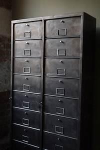 Mobilier Industriel Ancien : ancien grand meuble 20 casiers industriel ~ Teatrodelosmanantiales.com Idées de Décoration