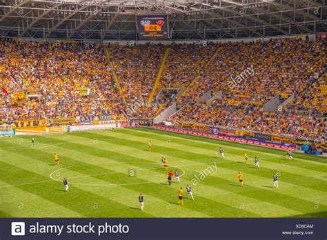 But another rival would at the same time disappear when the stasi outmaneuvered the army and fc vortwärts berlin was relocated to frankfurt an der oder in 1971. national league, Bundesliga, Germany, Dresden, Dynamo ...