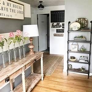 Everett, Foyer, Table