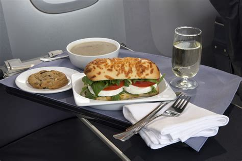 cuisine domactis united to serve up improved food on domestic class flights wsj