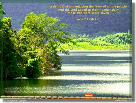 acts  praising god  enjoying  favor