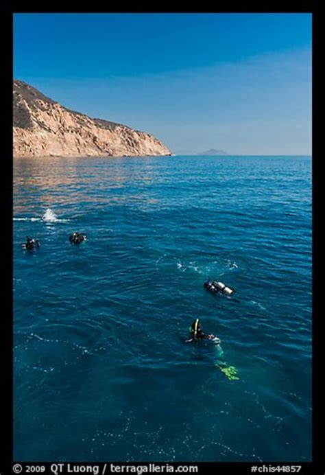 picturephoto scuba diving  santa cruz island