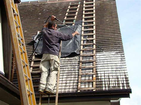 comment demousser toiture prix d un d 233 moussage de toiture