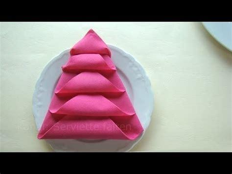 pliage de serviette sapin servietten falten weihnachten einfache tischdeko weihnachten weihnachtsbaum