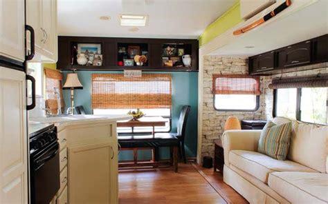 couple renovate  wheel travel trailer  tiny home