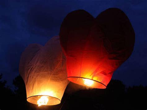 Lanterne Volanti Cuore Vinci Con Doxbox Le Lanterne Cinesi A Forma Di Cuori Volanti