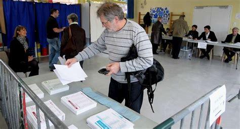 bureau de vote en images un tour dans les bureaux de vote à bayonne