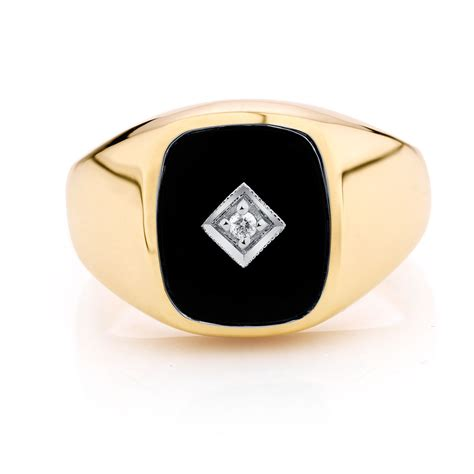 39 s set ring with black onyx in 10kt yellow gold