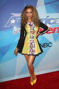 TYRA BANKS at America's Got Talent Season 12 Live Show 08 ...