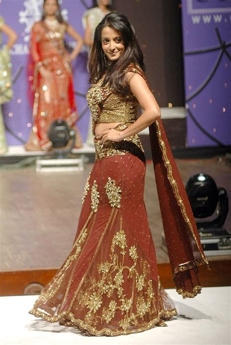 Tight Saree Draping - lehenga style saree