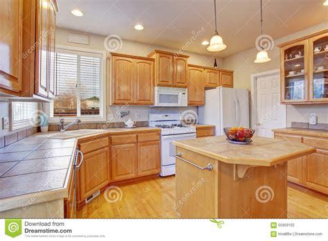 cuisine plancher bois cuisine moderne avec le plancher en bois dur photo stock