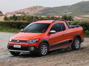 Pick Up Vw : 2014 volkswagen saveiro cross is a funky brazilian pickup video autoevolution ~ Medecine-chirurgie-esthetiques.com Avis de Voitures