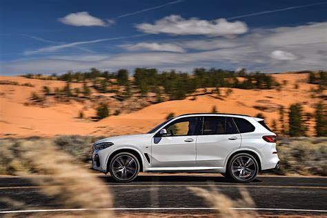 2019 Bmw X5 by 2019 Bmw X5 Breaks Cover As Bigger Meaner Suv Autoevolution