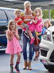 Tori Spelling looks downcast as she displays thin frame in ...