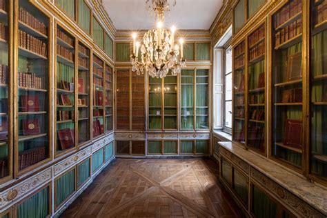 vieux bureau bois antoinette s chambers palace of versailles