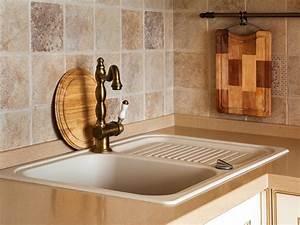 Travertine tile backsplash ideas hgtv for Travertine backsplash tile ideas