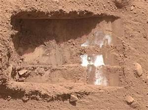 NASA's Phoenix Lander finds ice on Mars - Telegraph