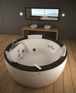 Unterschied Whirlpool Jacuzzi : jacuzzi bath and whirlpool bath display showroom ~ Markanthonyermac.com Haus und Dekorationen