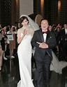 直擊/林志玲甜笑挽父親亮相 新人婚紗照同時曝光 - 我的中時娛樂 - 翻爆
