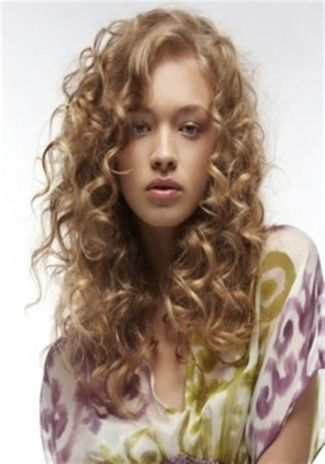26+ Easy Hairstyles For Curly Hair To Do At Home Elle