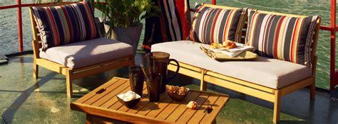 Salon de jardin en bois (photo 1/5) - Un salon de jardin en bois de chez Alinea.