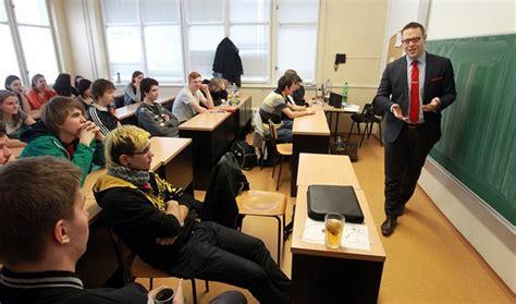 Střední školy čeká Vlna Konkurzů Na ředitele. Zatím Se