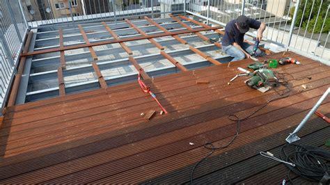 garten terrasse aus holz terrasse holz kunststoff herrlich sichtschutz garten