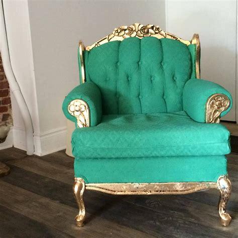 histoire de la chaise remettre un vieux fauteuil au goût du jour avec de la peinture