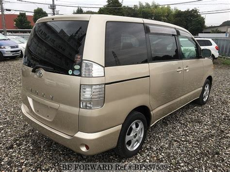 Review Toyota Voxy by Toyota Voxy Vs Toyota Noah Used Car Comparison Review