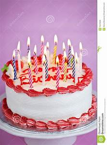 Image De Gateau D Anniversaire : g teau d 39 anniversaire avec des bougies photo stock image ~ Melissatoandfro.com Idées de Décoration
