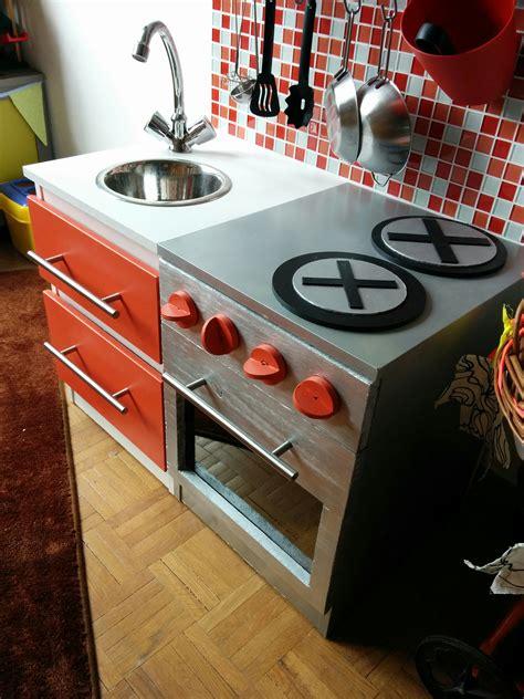 comment faire un roux en cuisine diy construire une cuisine pour enfant sur une base ikéa