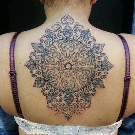 ideas de tatuajes de mandalas  mujeres mujer  estilo