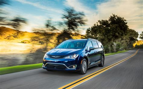 Chrysler Pacifica Awd by Chrysler Pacifica Awd On The Way Union Official Says
