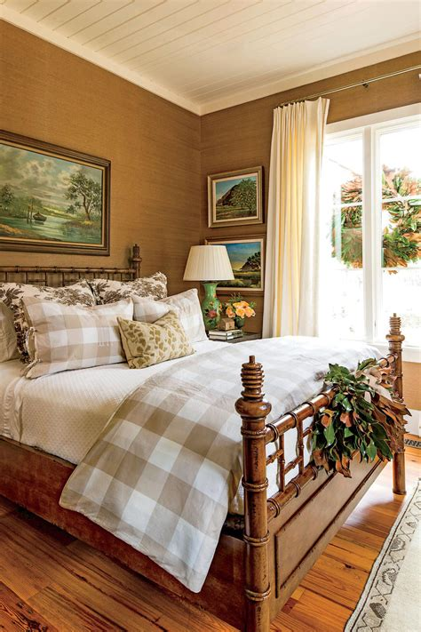 tricks    bedroom feel extra cozy southern