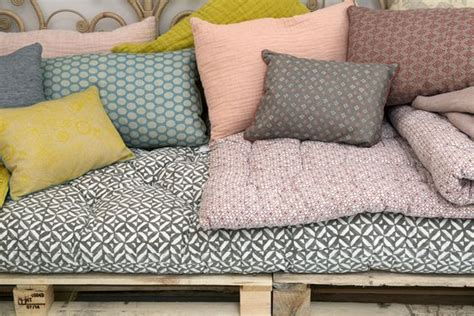 matelas pour canapé palette matelas pour canape palette maison design bahbe com